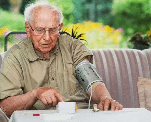 Blutdrucksenkung auf unter 140/90 mmHg passt nicht für alle Senioren
