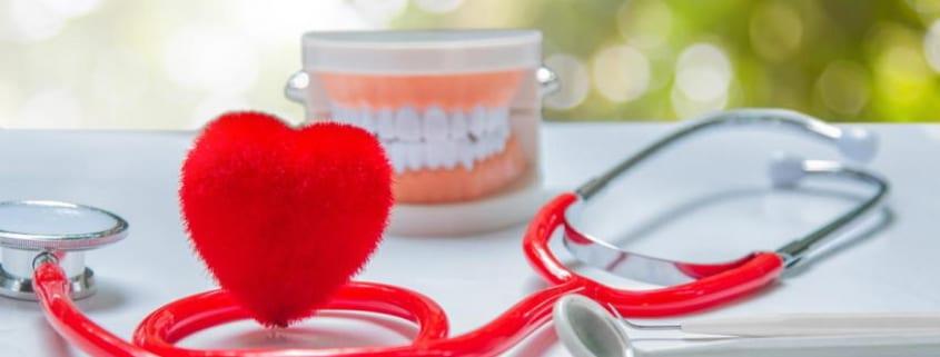Gute Mundhygiene senkt das Risiko für Vorhofflimmern und Herzinsuffizienz
